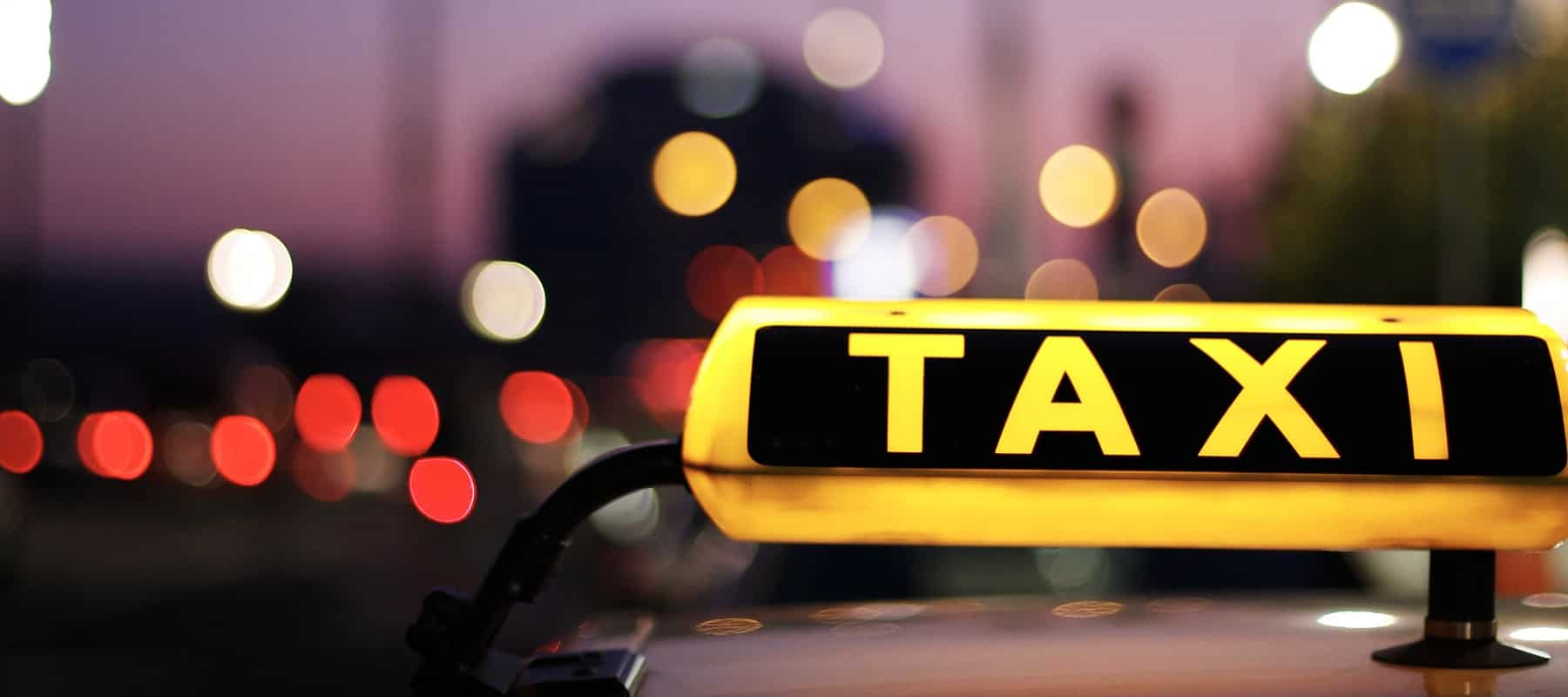 Regel uw taxivervoer tijdens zomerevenementen!